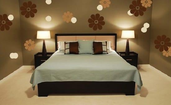 Маленькая спальня с низкой кроватью