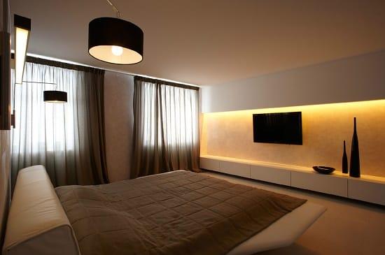 Простая обстановка спальни в стиле минимализм