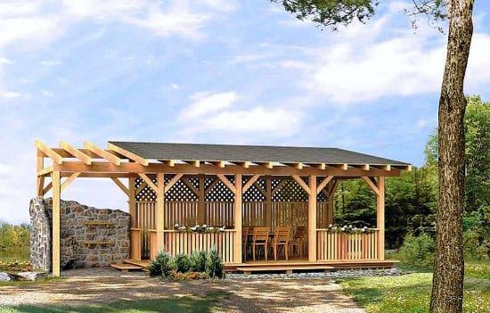 Деревянная беседка с односкатной крышей