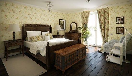 Обои с цветочным принтом в спальне кантри