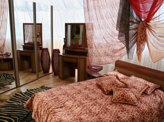 Африканский стиль оформления спальни с имитацией расцветки животных