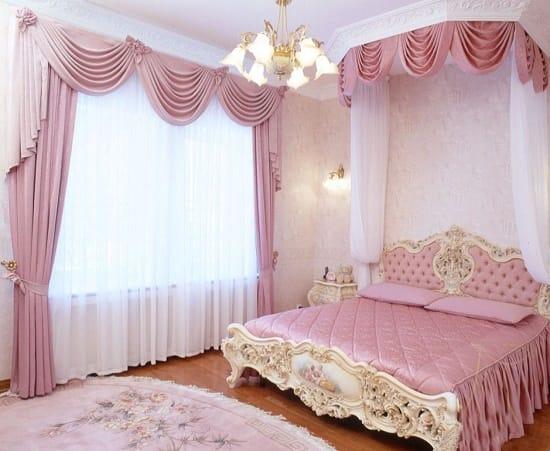 Шторы с мягким ламбрекеном в цвет покрывала для спальни