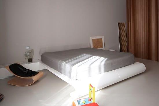 Отсутствие элементов декора в  спальне минималистического дизайна