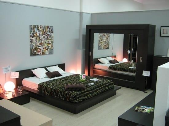 Простая и практичная мебель в спальне хай тек