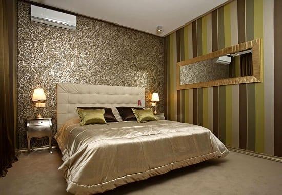Использование в отделке стен спальни текстильных обоев с шелкографией