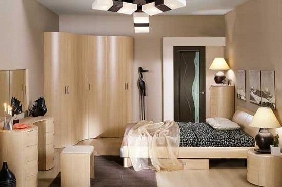Установка в маленькой спальнеуглового шкафа
