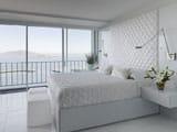 Плиточный пол в интерьере белой спальни