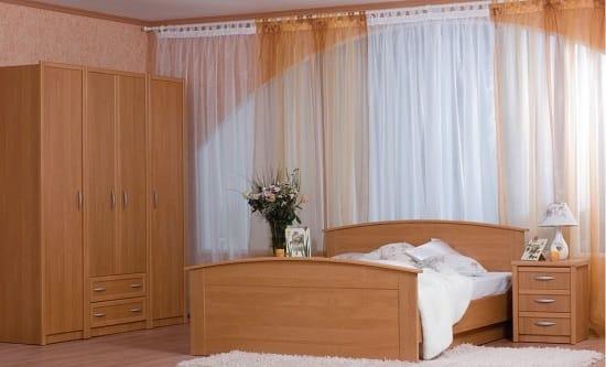 Простая модульная мебель из ЛДСП для спальни
