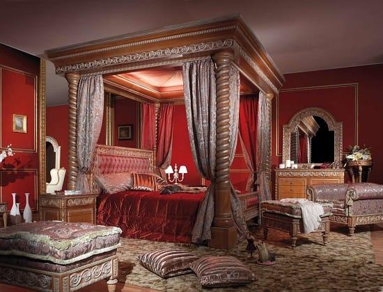 Массивная резная мебель из дерева для большой спальни