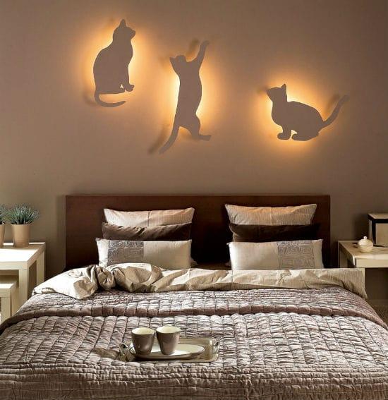 Необычный дизайн светильников над кроватью в спальне