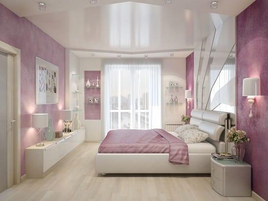 Ремонт спальни со светлой отделкой и натяжным потолком