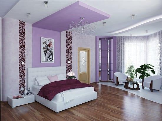 Зонирование спальни гостиной при помощи цветной отделки стены и потолка