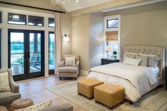 Ниша и ковер в зонировании пространства гостиной спальни
