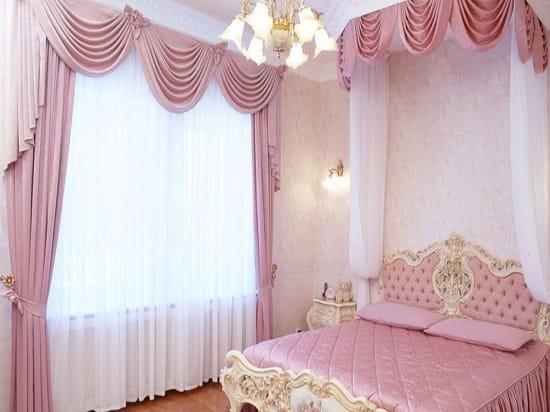 Классические шторы в спальне после косметического ремонта