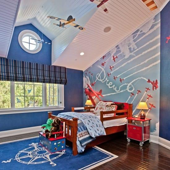 Несколько оттенков синего цвета  в оформлении спальни для мальчика