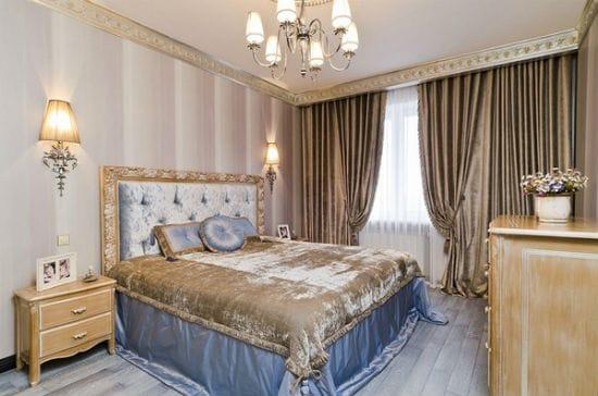 Эффектное красивое покрывало в приглушенном интерьере спальни