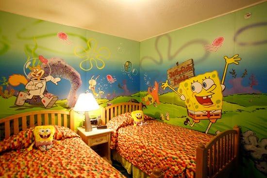Оформление стен спальни для мальчиков обоями с героями мультфильмов