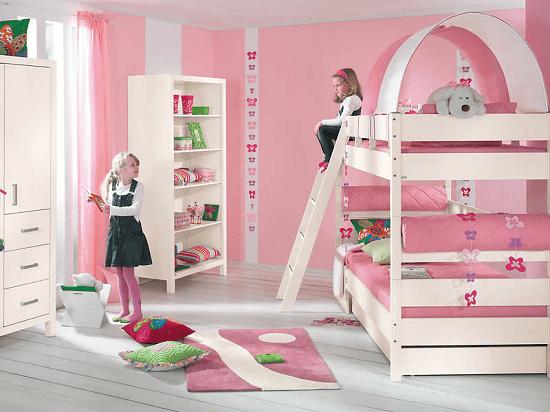 Бело-розовая спальня девочек с двухъярусной кроватью