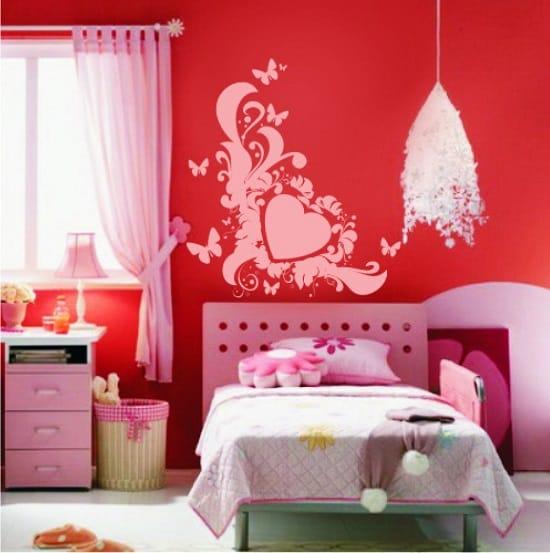 Контрастные наклейки для оформления стены в спальне