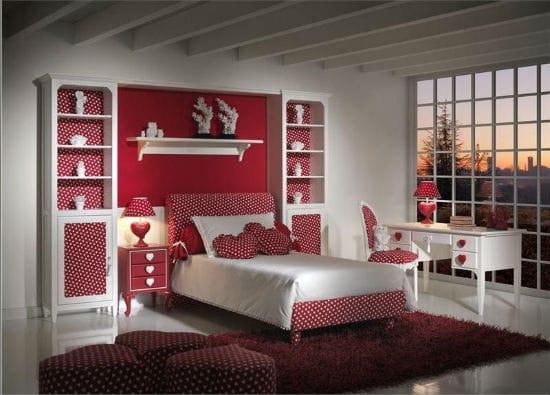 Красно-белая спальня для девочки подростка