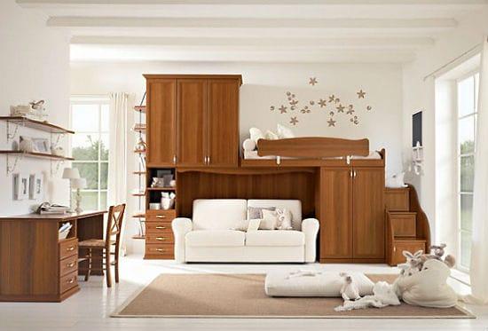 Эргономичная мебель с кроватью и диваном в спальне подростка