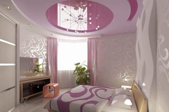 Красивая люстра под натяжной потолок спальни