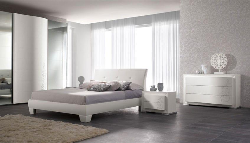 Красивый интерьер спальни монохромного дизайна