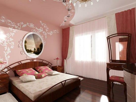 Идея декорирования однотонных стен и потолка спальни росписью
