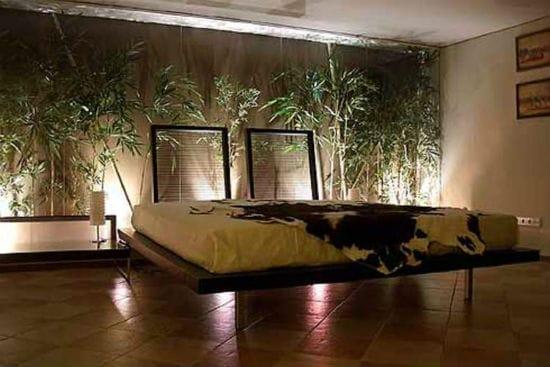 Необычная напольная подсветка в интерьере спальни