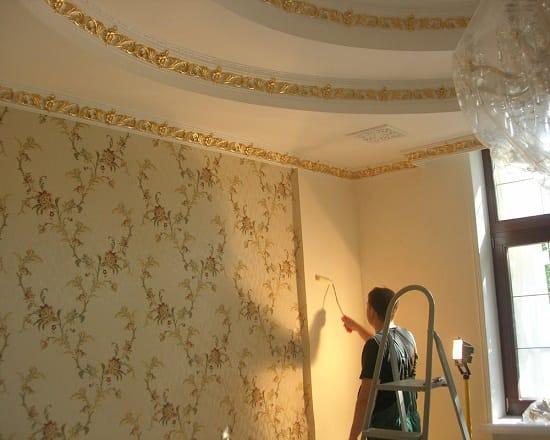 Косметический ремонт спальни с отделкой стен обоями