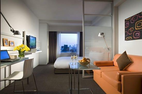 Полупрозрачная перегородка для зонирования спальни гостиной 18 квадратов
