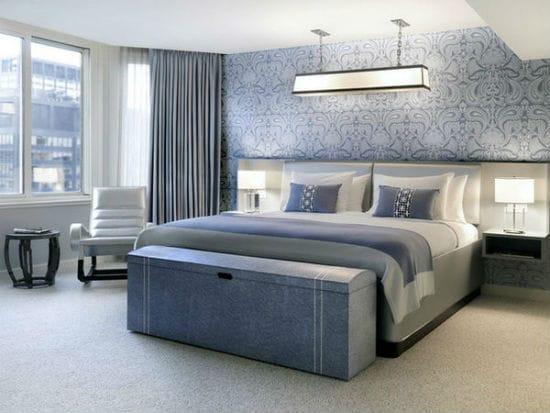 Красивый большой сундук в тон отделки спальни