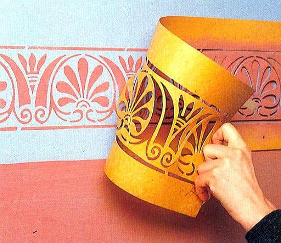 Идея использования трафарета для украшения стен спальни