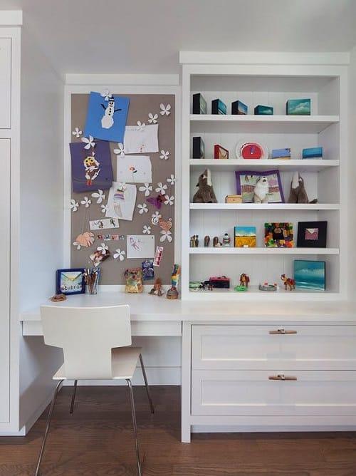 Встроенная мебель для создания уголка творчества в спальне девочки