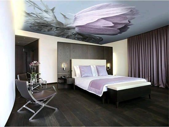 Тканевый художественный потолок в интерьере спальни