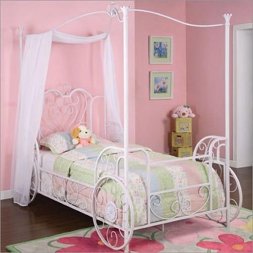Кровать для спальни девочки в стиле шебби шик