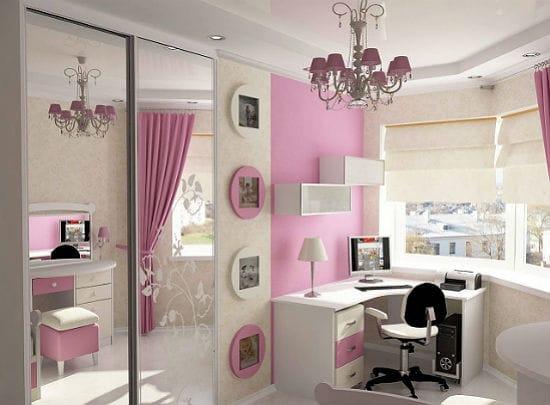Шкаф с зеркальным фасадом в спальне для девочки подростка