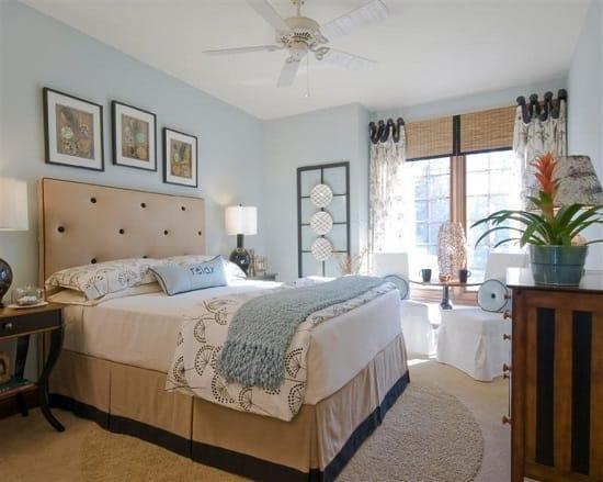 Дизайн большой светлой спальни в бежево-голубых тонах