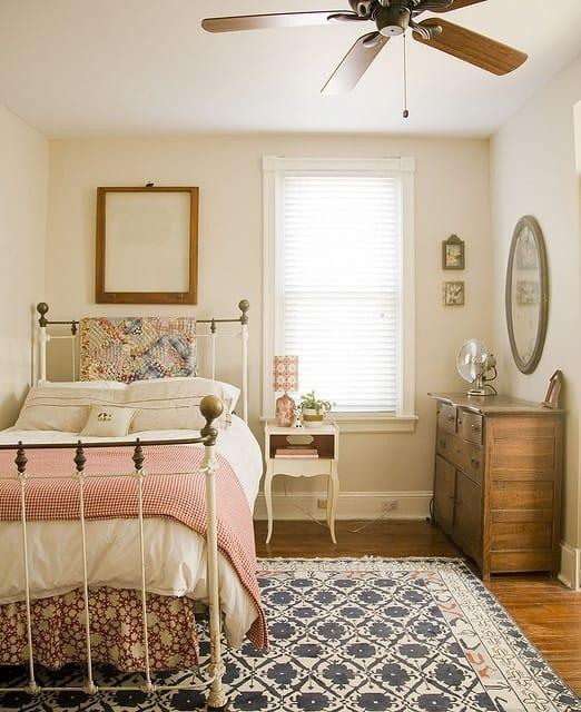 Выбор стиля кантри для оформления интерьера спальни в хрущевке