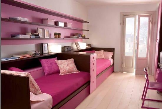 Дизайн узкой спальни в лиловых тонах для двух девочек