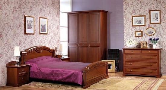 Деревянный гарнитур в меблировке спальни прованс прагматика