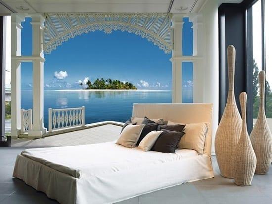 Панорамные фотообои с морским пейзажем в декорировании спальни