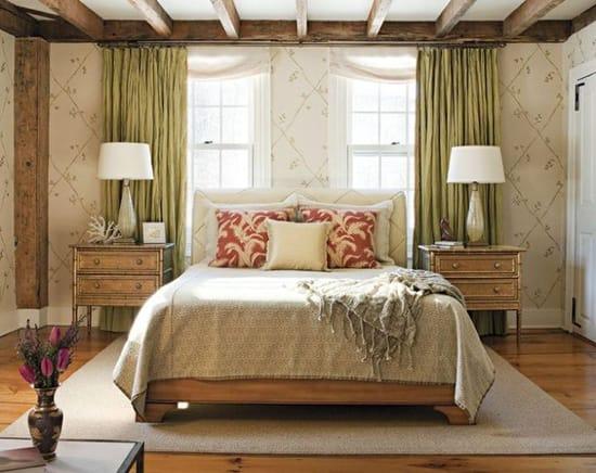 Потолок с декоративными балками для интерьера спальни в стиле классический прованс