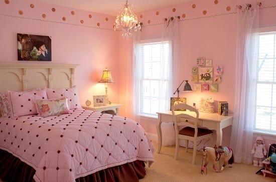 Оформление спальни в розовых тонах для маленькой девочки