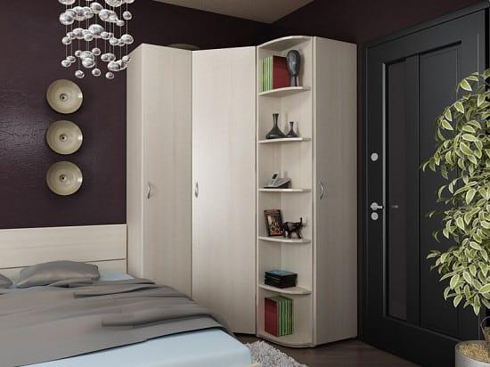 Установка вместительного углового шкафа в малогабаритной спальной комнате