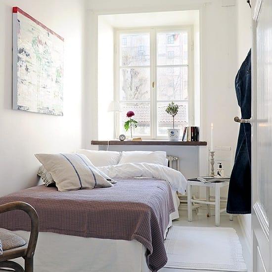 Выбор скандинавского стиля для оформления интерьера узкой спальни