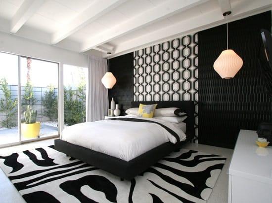 Дизайн большой спальни в контрастных черно-белых цветах оформления