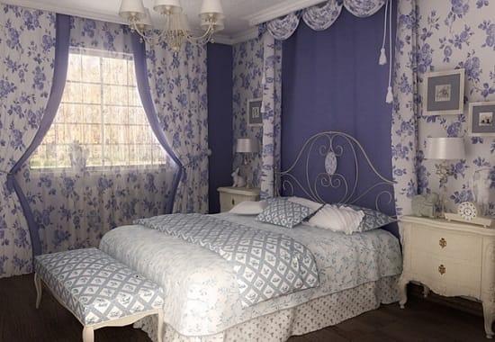 Декорирование окон шторами с цветочным рисунком в спальне французский прованс