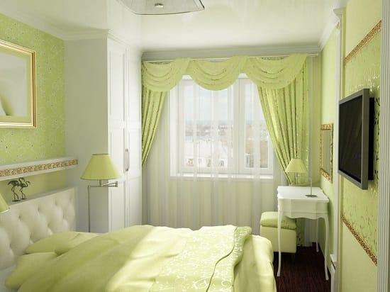 Легкие шторы с подхватами в декорировании окна спальни хрущевки