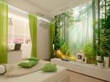 Фотообои с изображением леса в декорировании спальни эко стиля